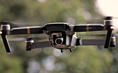 """Wchodzą w życie nowe zasady """"licencji"""" na drony"""